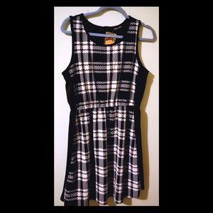 Jella Couture Newsprint Dress, Large NWT